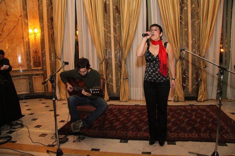 AnnaBella Casales canta + Brasil en 32 Pies Revista del Puerto de la Música + Bastidores
